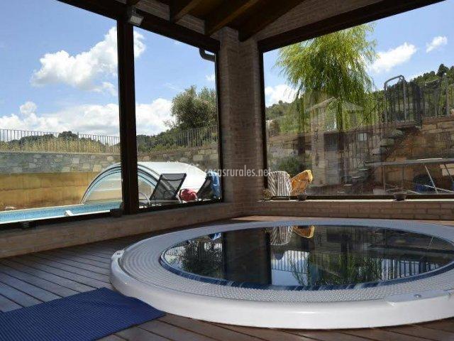 Jacuzzi Exterior Cubierto.Casas Rurales Con Los Jacuzzis Mas Chulos Blog De Turismo