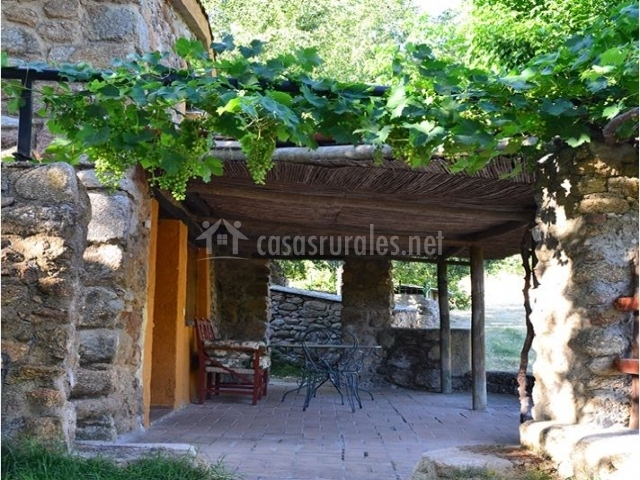 La casita la caser a en navaconcejo c ceres - Valsain porche y jardin ...