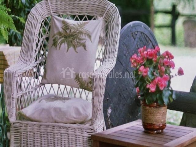 Txopebenta en gautegiz arteaga vizcaya for Sillas jardin blancas