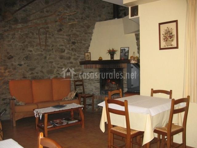 Baños Con Inodoro Independiente:cocina con ventana habitación con dos camas dormitorio doble