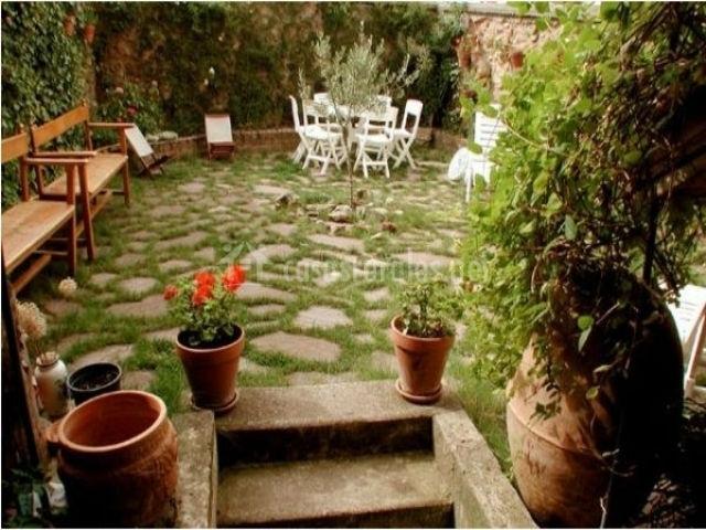 Gassedat en las ruedas de ocon la rioja for Arreglar jardin abandonado