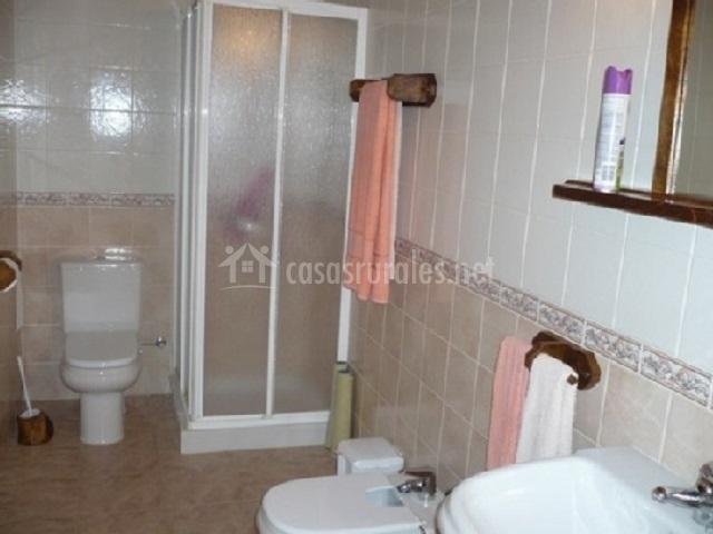 Casa rural apej i en orbaiceta orbaitzeta navarra - Ver cuartos de bano con plato de ducha ...