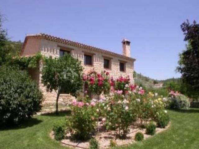 Casa de las hazas en poyatos cuenca for Casa rural con jardin