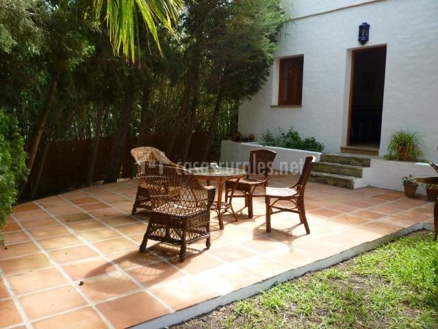 Finca la palmera en tarifa c diz for Mesas de patio baratas