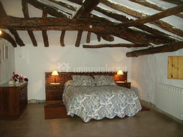 La casa del valle encantado en agoncillo la rioja for Butacas habitacion matrimonio