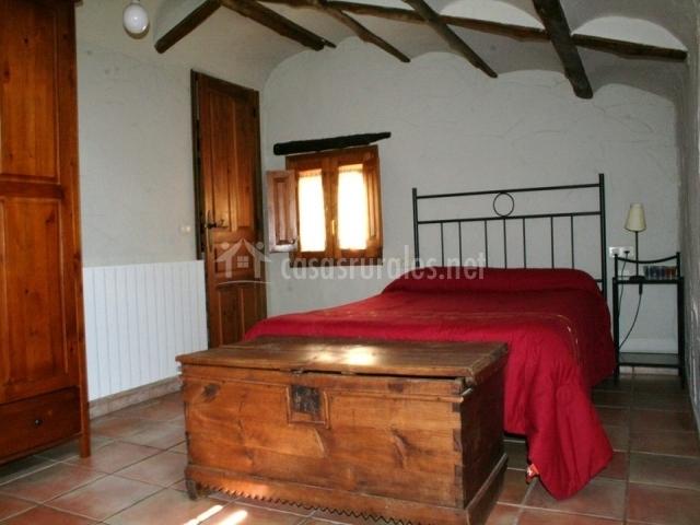 Casa leandr n en murillo de gallego huesca for Baul dormitorio matrimonio