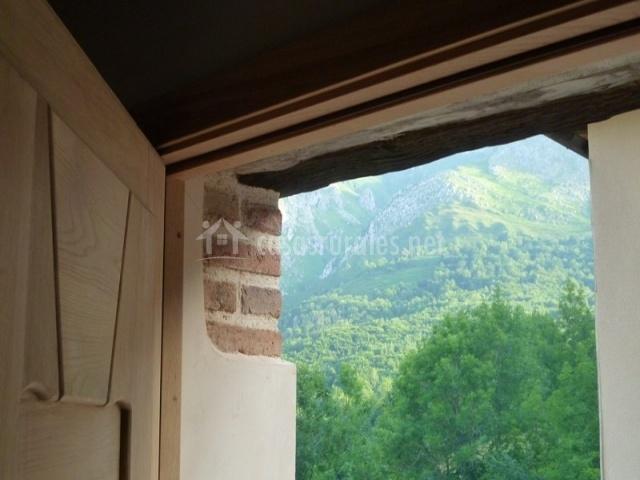 Casa luna en berodia asturias - Puertas exterior asturias ...
