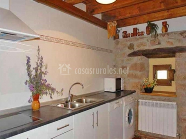 Muebles cocina techo 20170904112700 - Cocinas con muebles blancos ...