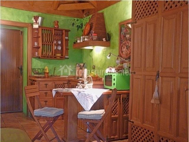 Casa los perros en tanque icod de los vinos tenerife for Mesa cocina tenerife