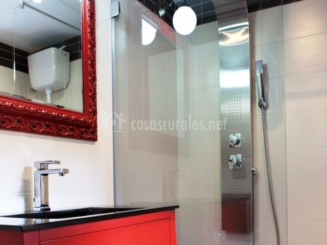 Bodega de alfonso en taramundi asturias - Muebles de bano rojos ...