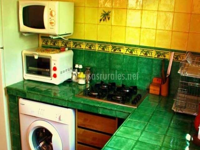 Apartamento buganvilla la huerta del cura en niguelas for Encimeras de azulejos