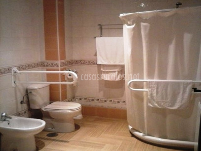 Adaptado Para Personas Mayores:Cuarto de baño adaptado para personas ...