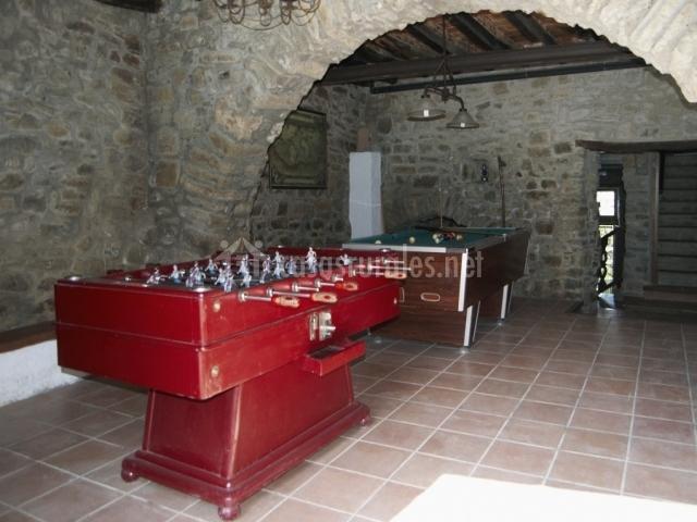 Baños Romanos Girona:Billar y futbolín en la sala de juegos