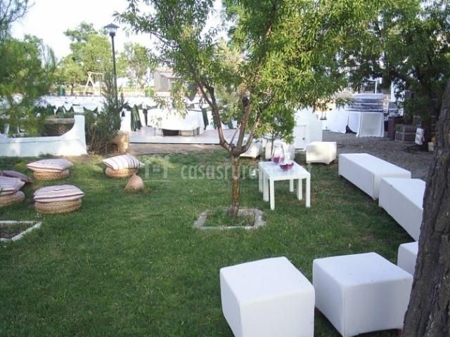 Decoracion mueble sofa un complemento ideal jardin chill - Chill out jardin ...
