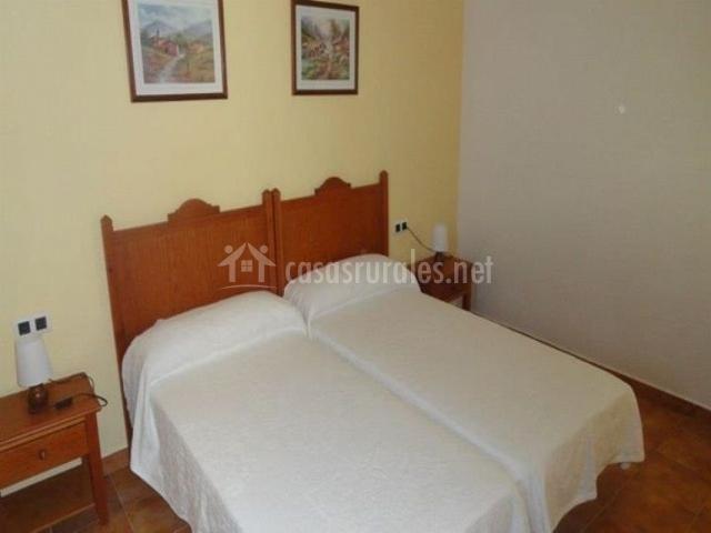 Posada mirador de jubrique en jubrique m laga - Dormitorios con dos camas ...