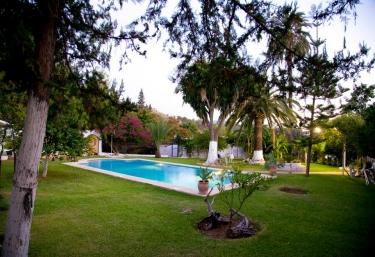 Casas rurales en pizarra con piscina for Casas rurales con encanto y piscina