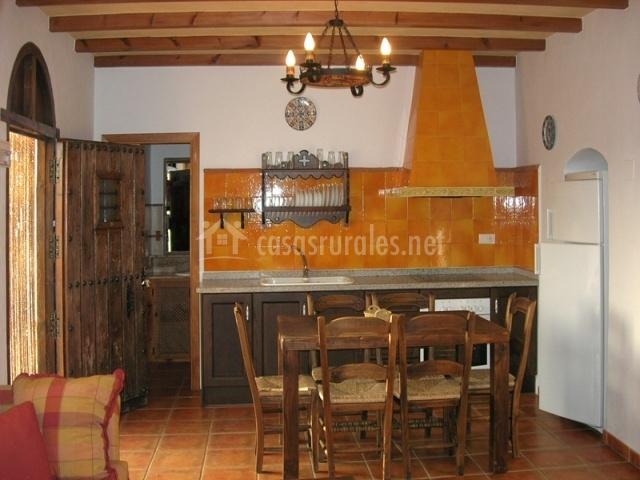 Cueva alcazaba alojasur en alcudia de guadix granada for Salon comedor cocina mismo espacio