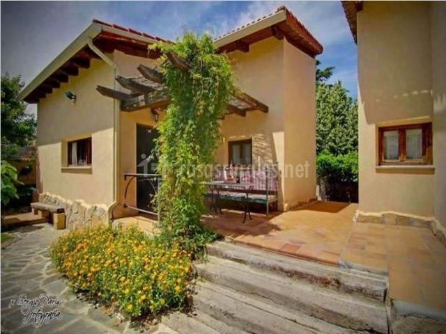 Casa jard n 1 en robledo de chavela madrid for Casa jardin madrid