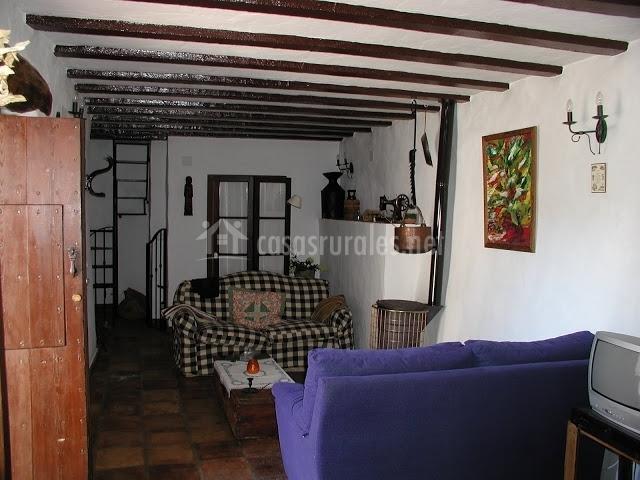 La cuestezuela conjunto rural casa victoria en for Escaleras de salon