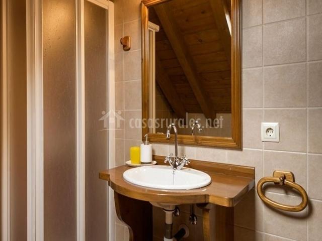 El pajar de pierra casa b en anso huesca for Banos con ducha cabina