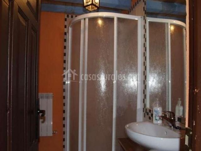 Casa el reloj en salobralejo vila for Cuartos de aseo con ducha