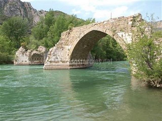 Puente Romano Matrimonio : Masía pedrolet en camarasa lleida