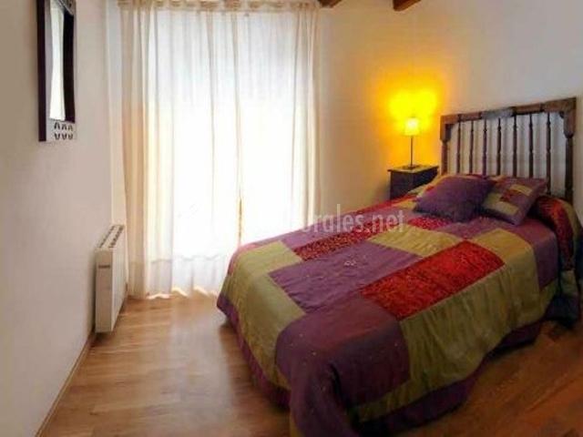 Casa acalba en anso huesca - Colchas dormitorio matrimonio ...