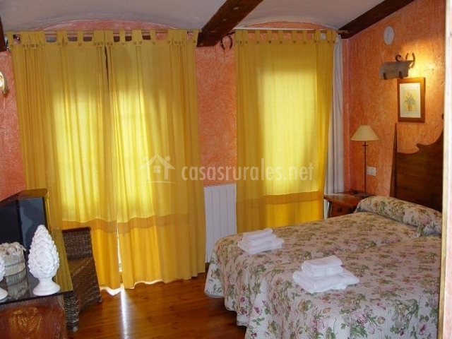 Cortinas sala amarillas cole o de fotos - Cortinas valladolid ...