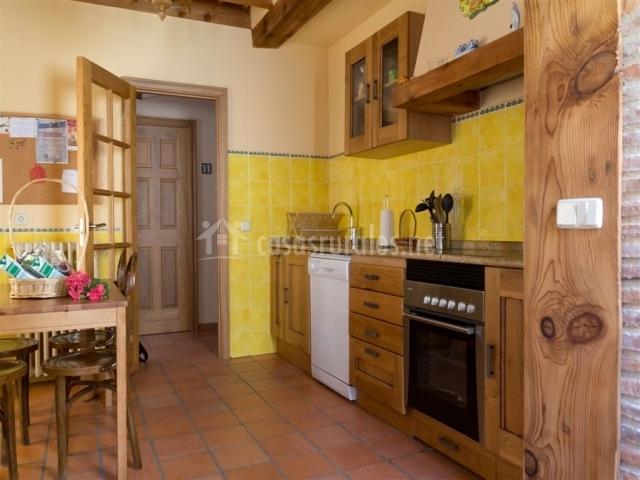 Azulejos Para Baños Asuncion:Otro punto de vista de la cocina con azulejos amarillos