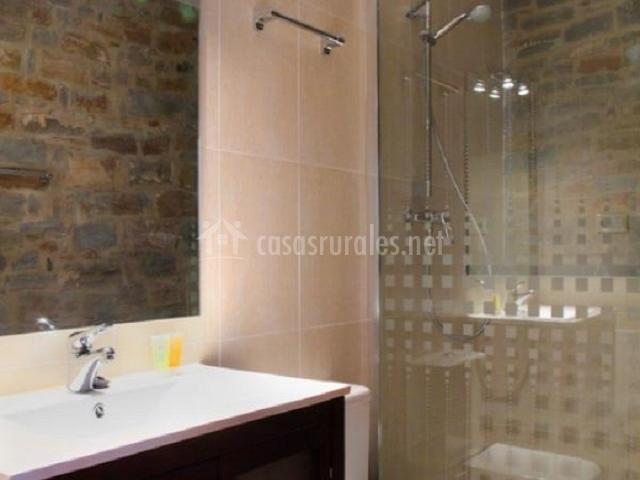 Casa el horno casas rurales pirineo en gerbe huesca for Aseo con ducha pequeno
