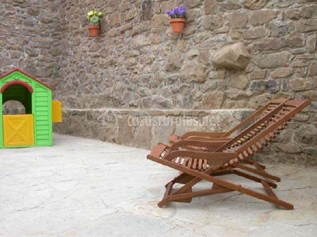Casa rural la xiarapina en serrapio asturias - Tumbonas de madera ...