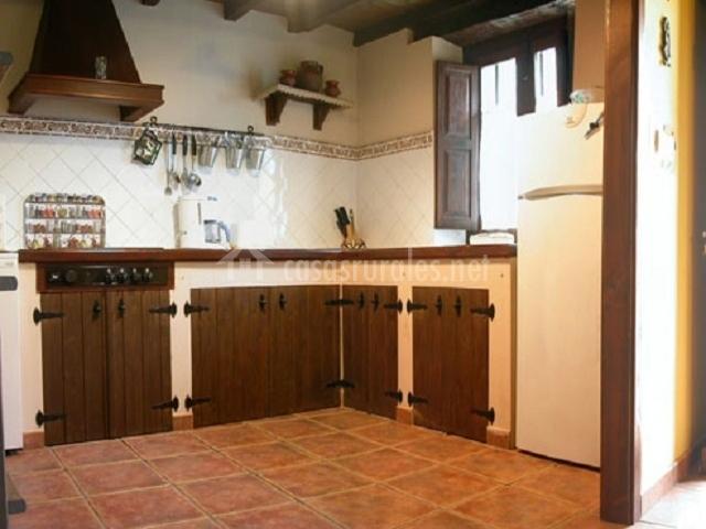 Casa rural la xiarapina en serrapio asturias for Muebles de cocina asturias