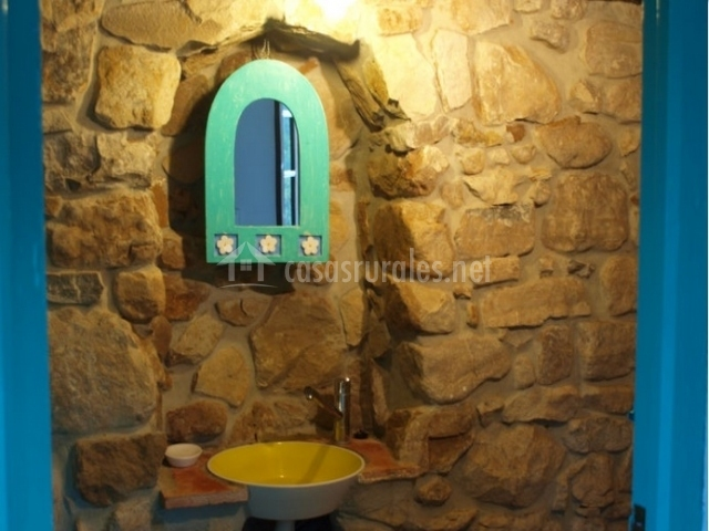 Baño Turco Propiedades:baño con piedras cabeceros de madera habitación con baño baño
