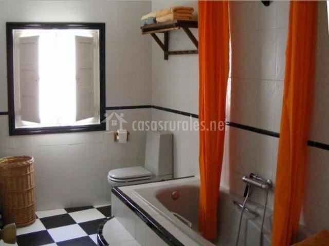 Cortinas De Baño Granada:Baño con bañera y cortina