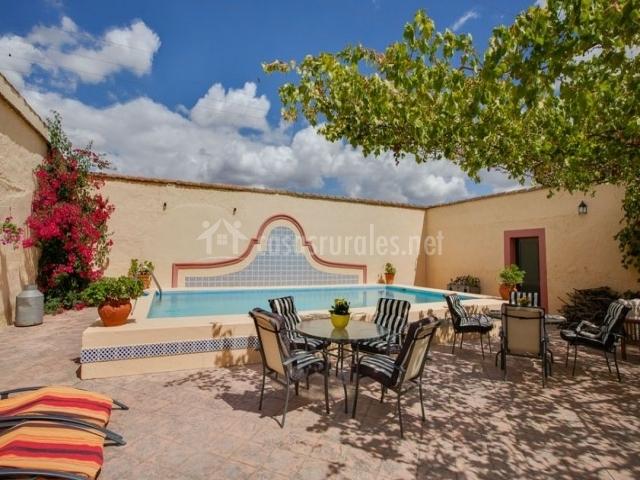 Casa rural cortijo la gabrielina en esparragalejo badajoz for Casas rurales en caceres con piscina
