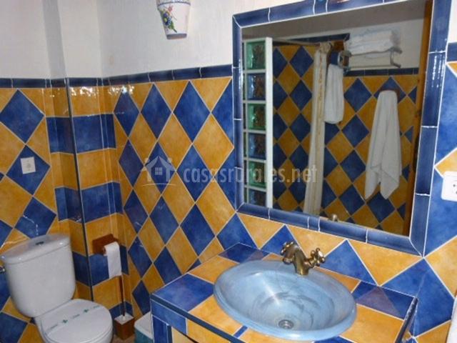Molino del camino i en moratalla murcia - Banos con azulejos azules ...