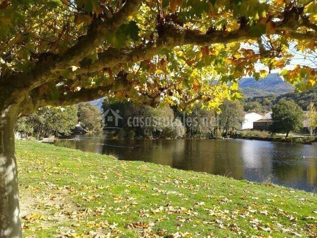 El mirador del alberche en navaluenga vila for Piscinas naturales navaluenga