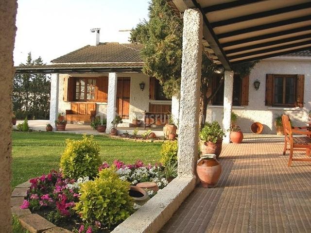 Paraje luco la casa en quinto zaragoza for Fachadas de casas con porche