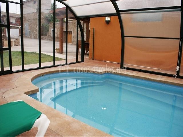 Cal borrasca en orista barcelona for Casa rural con piscina cubierta