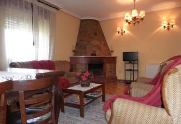Casas rurales en valdepares con chimenea for Casa rural con chimenea asturias