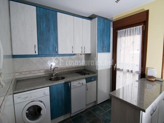El rinc n de baroja en baroja lava - Cocina blanca y azul ...