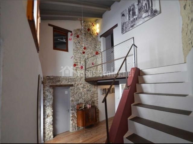 Can fruit s en besalu girona - Escalera exterior para segundo piso ...