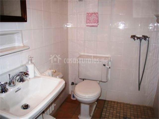 Salas De Baño Con Ducha:con lavadora cocina con microondas cuarto de baño con ducha