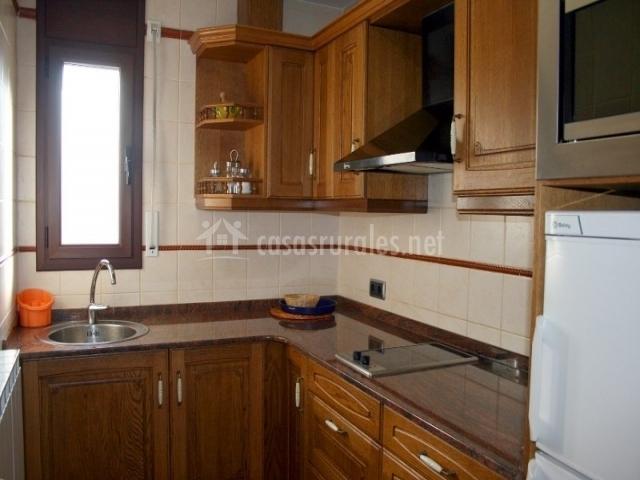 Apartaments les picardes en espot lleida - Cocina en ele ...