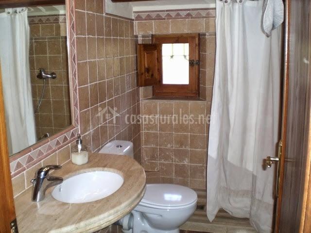 Baños Con Torre Ducha:comedor con paredes de piedra baño con plato de ducha