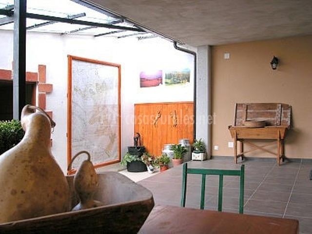 Las gemelas en melida navarra for Barbacoa patio interior