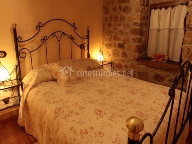 La galana en aguilar de campoo palencia for Una cama de matrimonio
