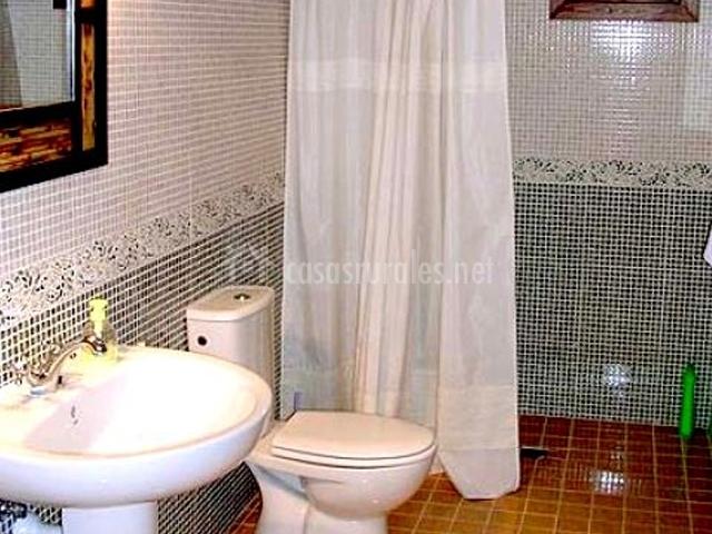 Caracteristicas Baño Adaptado:Baño adaptado a personas con movilidad reducida