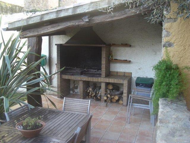 Can llobet en capmany girona for Barbacoa patio interior