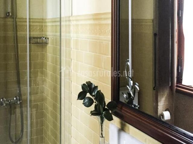 Baños Verde Con Beige:Vienen equipadas con cama de matrimonio o con camas individuales, y
